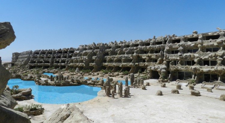 cave-beach-resort-zwembad