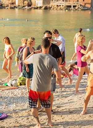 Verrassend Ibiza: Benirras, dansers op het strand