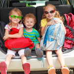 Autovakanties met kinderen een hel? Zo vermaak je ze op de achterbank