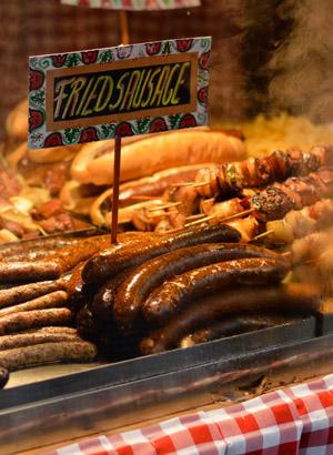 Kerstmarkten Boedapest: worsten