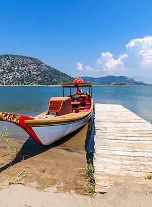 Iztuzu Beach, Turkije; bootje in Dalyan