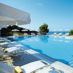 Mooiste stranden Kefalonia: Lassi, White Rocks Hotel & Bungalows