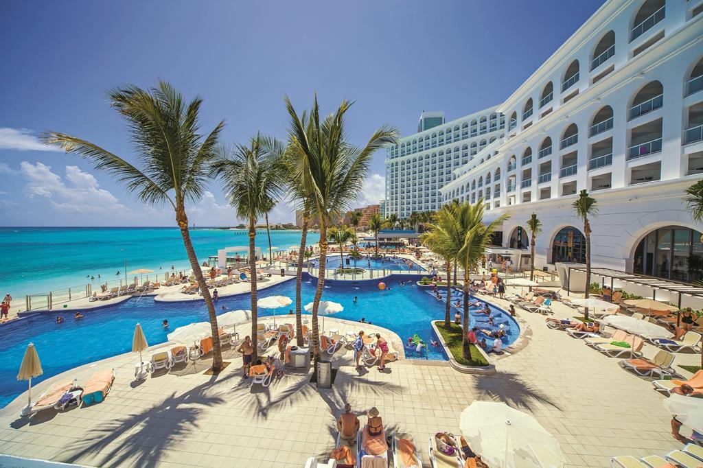 Roze meren, Hotel Riu Cancun