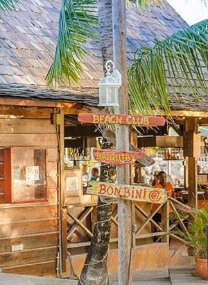 Waar verblijven, leukste badplaatsen Curacao: Mambo Beach