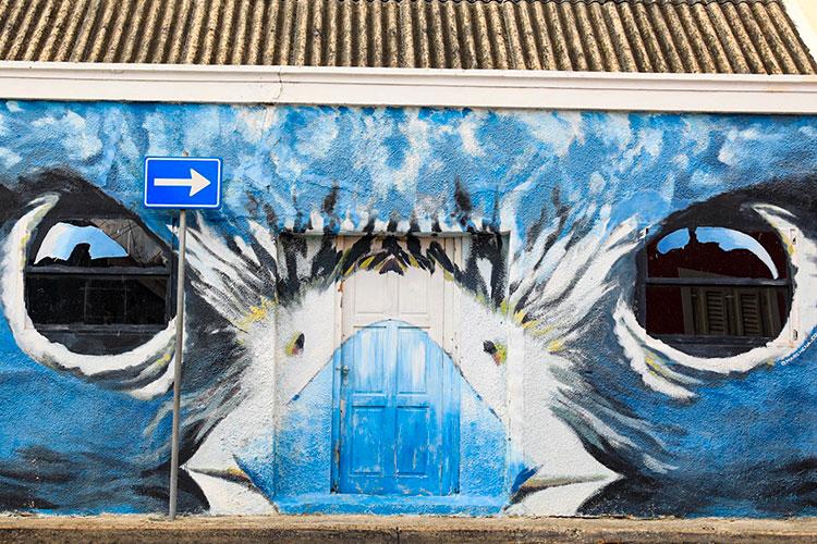 Street art Curaçao: blauwe vogel