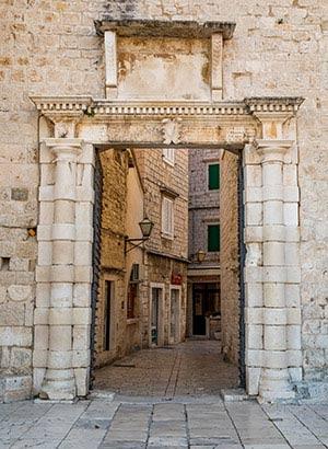 Trogir, UNESCO Werelderfgoed Kroatië: stadspoort