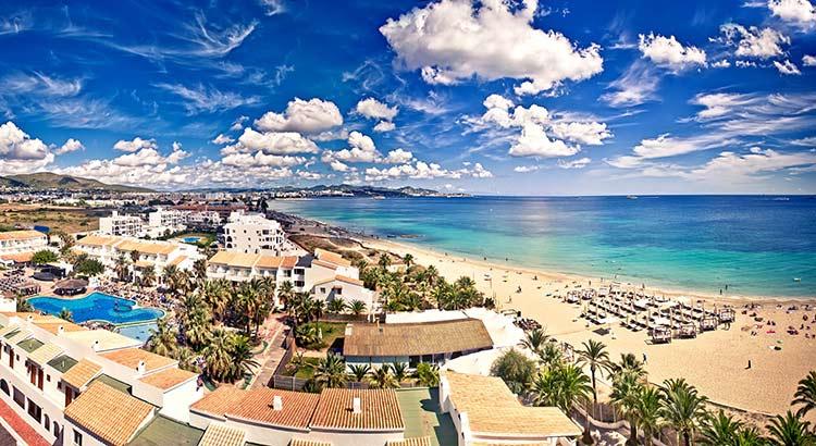 Leukste badplaatsen Ibiza: waar verblijven?