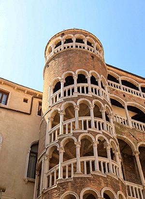 Bezienswaardigheden Venetië: Scala del Bovolo
