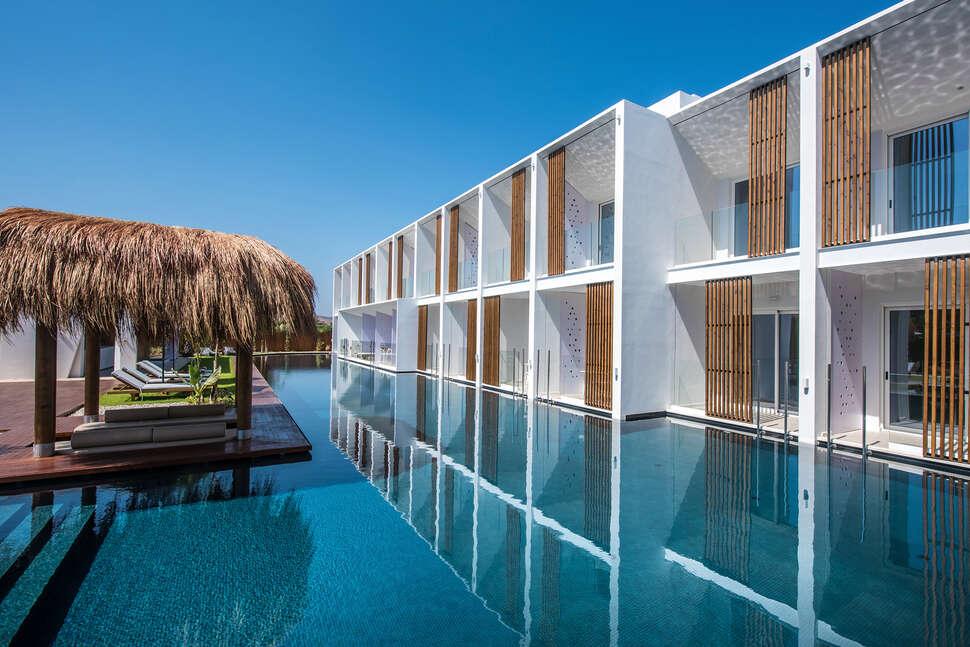 Lavris Hotel