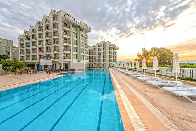 Royal Atlantis Spa & Resort Side
