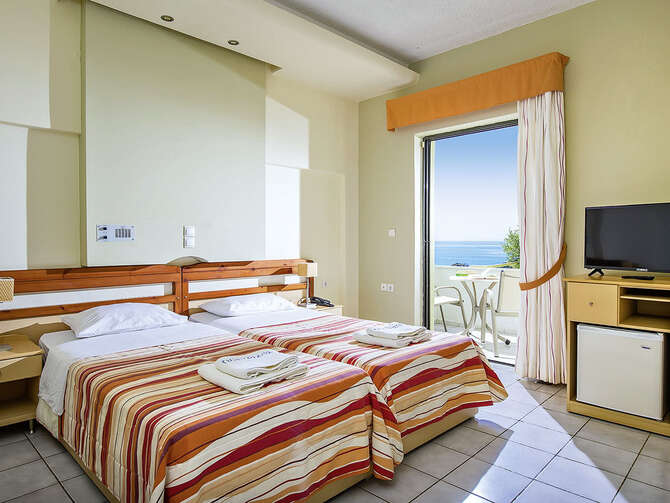 Hotel Polyrizos Rodhákinon