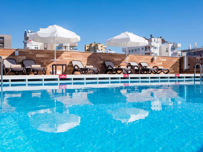 Holiday Inn Antalya Lara Beach