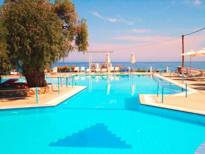 Maranton Beach Hotel Koinyra