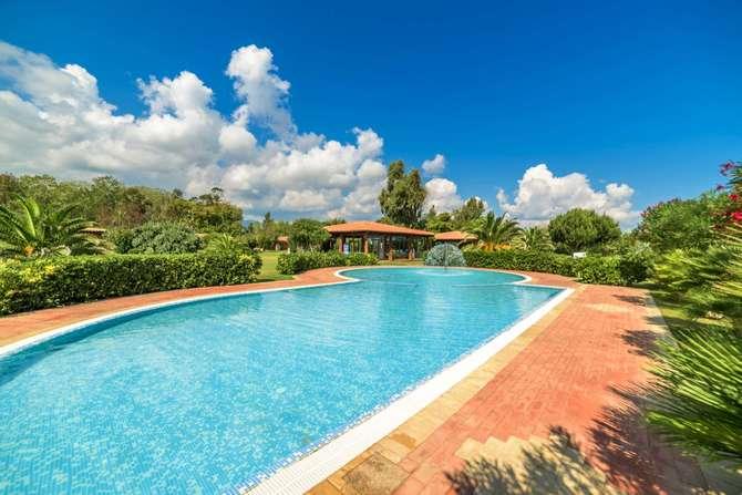 Garden Beach Hotel & Resort Castiadas