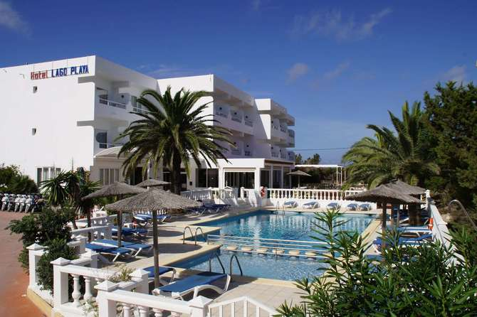 Hotel & Studios Lago Playa I+II Es Pujols