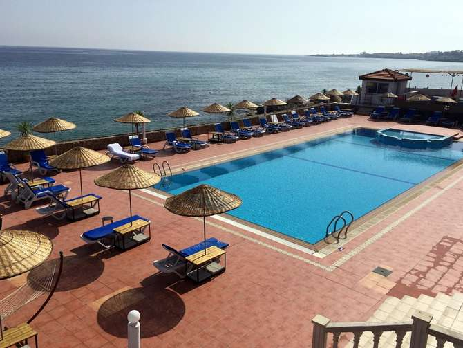 Manolya Hotel Karavas