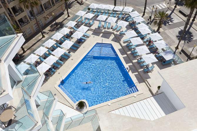 Universal Hotel Perla Sa Coma
