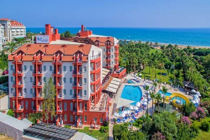 Royal Atlantis Beach Hotel Side