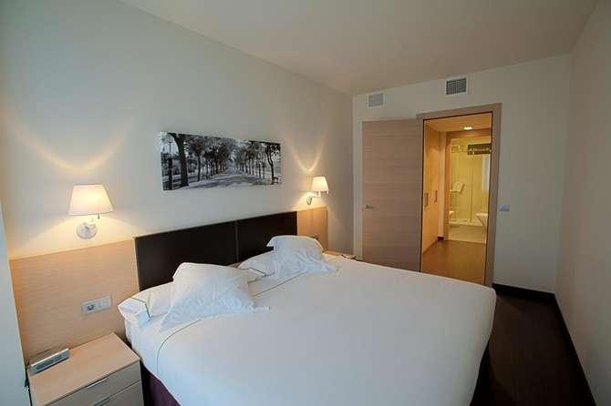 Hotel jardines de uleta suites in vitoria gasteiz d for Jardines de uleta vitoria