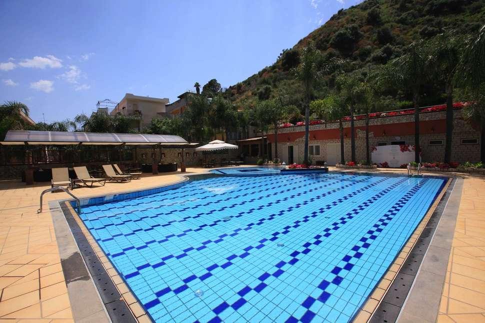 Diamond Naxos Taormina