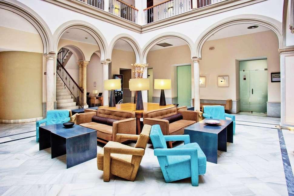 Marques Santa Ana Hotel