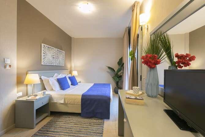 Tomato Hotel Skiathos-Stad