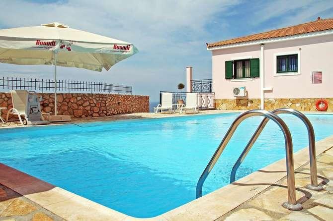 Sarantos Pool Suites Lakithra