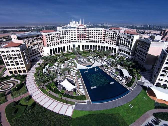 The Ritz-Carlton Abu Dhabi, Grand Canal Abu Dhabi