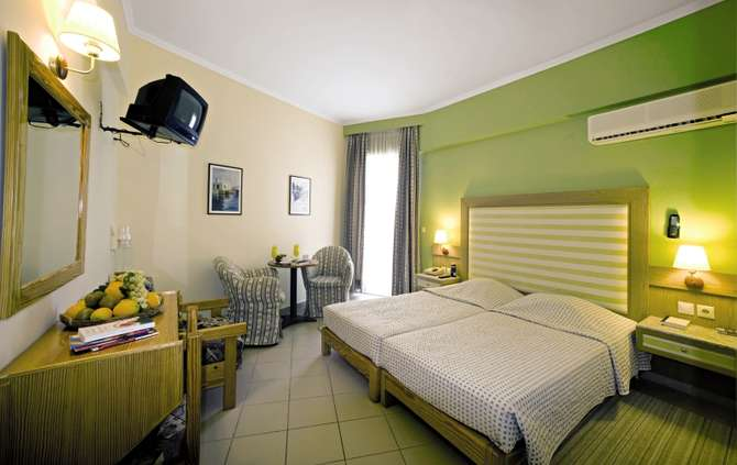 Hotel Dolphin Tolo